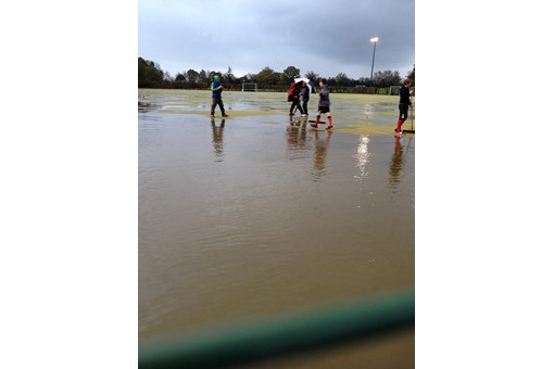 Ladies' 3s ofn flooded pitch
