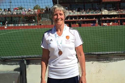 Caroline Baggs with silver medal 001