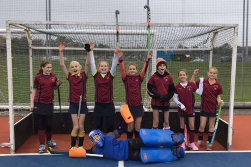 U12 Girls at Oxford festival 001